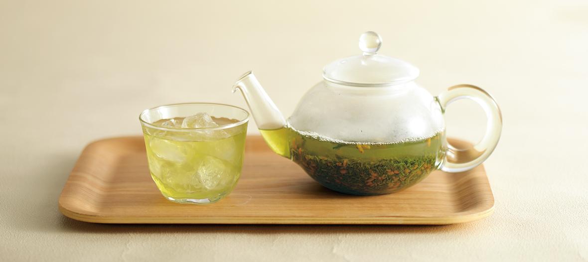 温かいイメージの強い玄米茶も、冷たくおいしく。