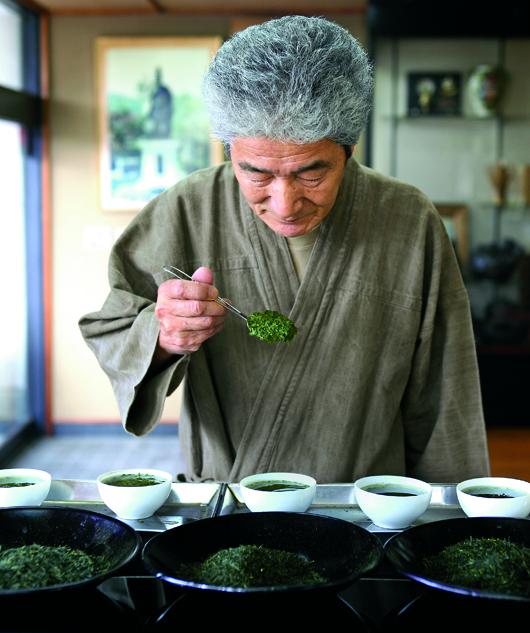半世紀以上、茶に向かい続ける。宇治田原製茶場の茶師、安井徳昭。