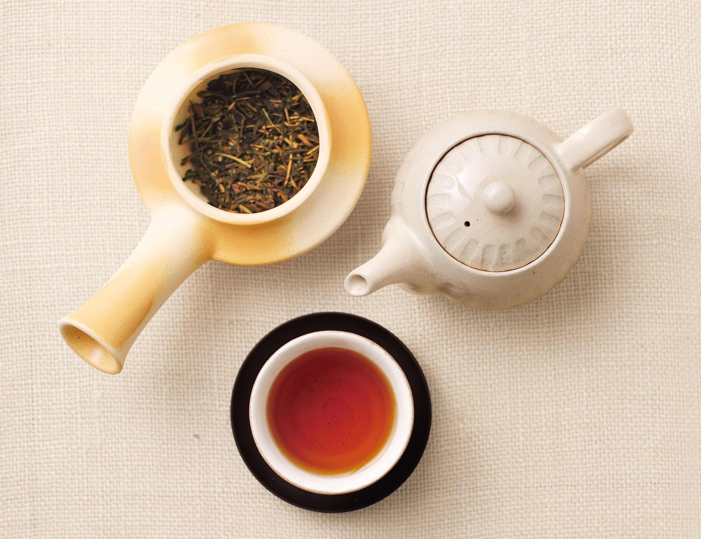 ほうじ茶と急須の写真