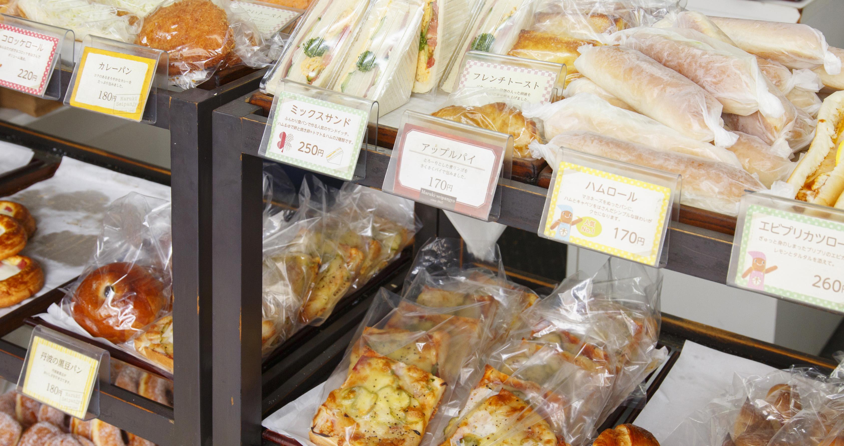 まるき製パン所のパン売り場写真