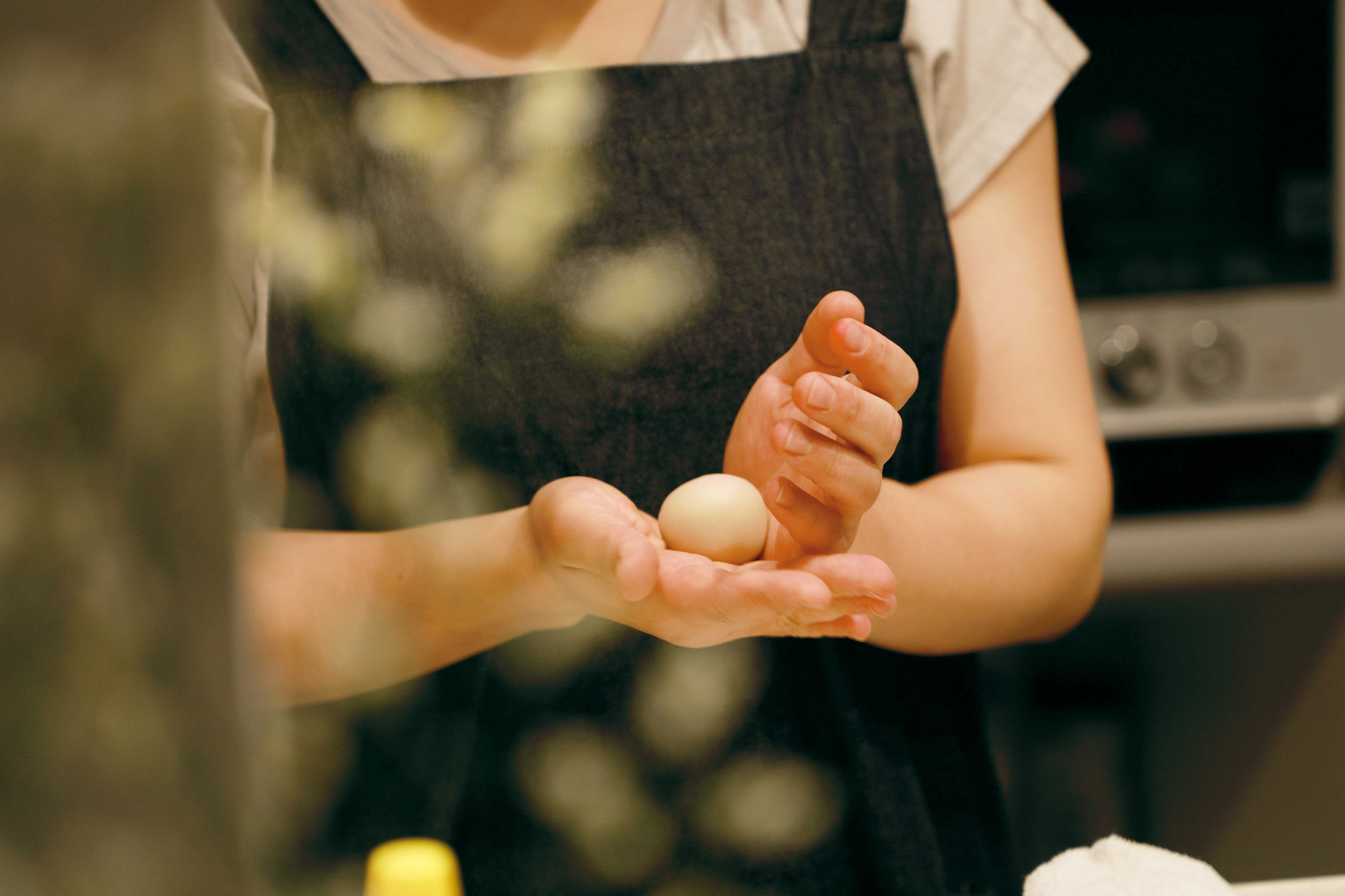 和菓子を作っている名主川の写真