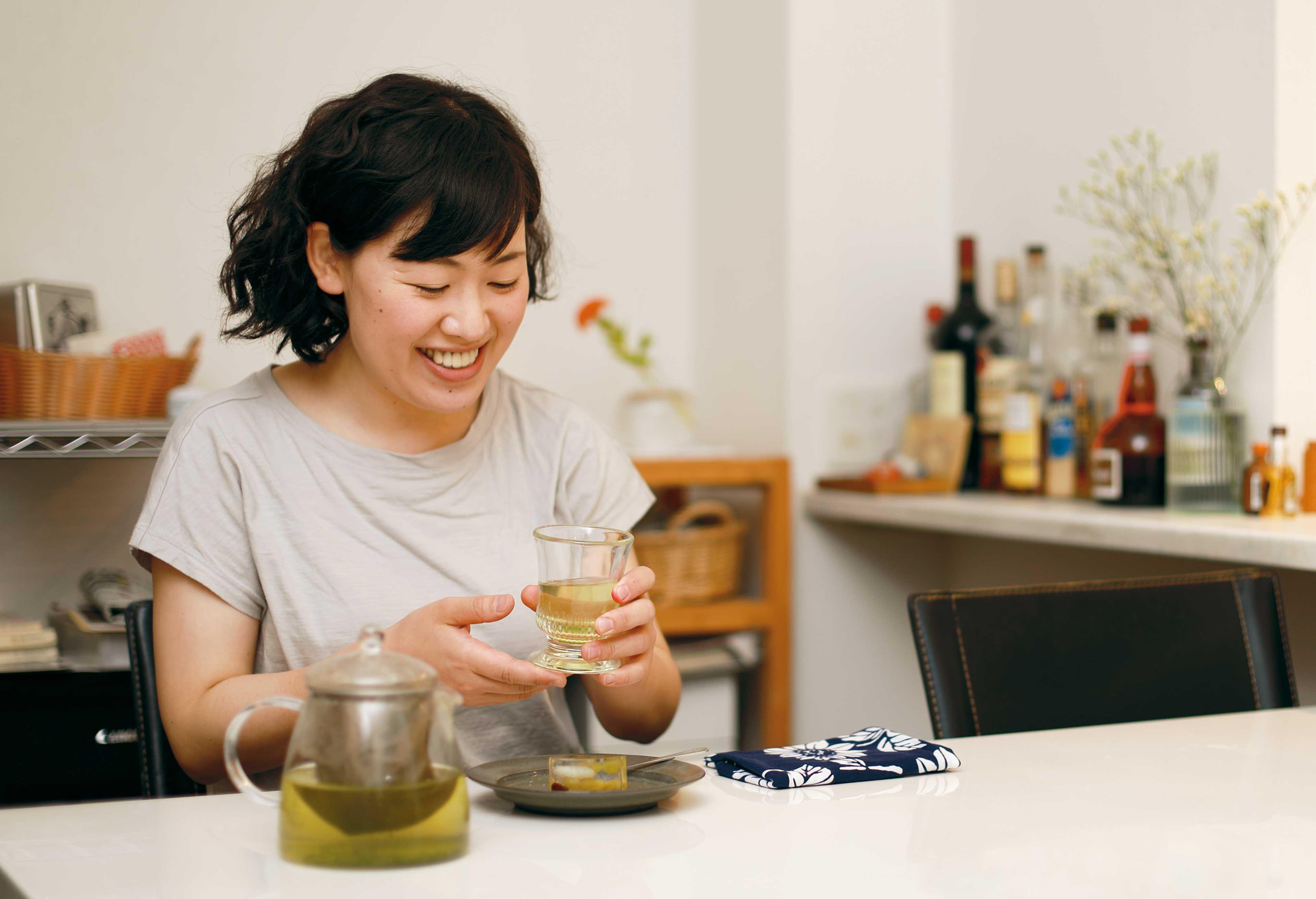 お茶してる名主川さんの写真