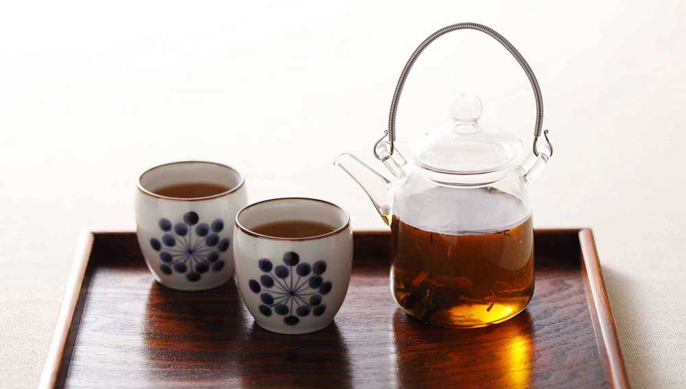 ほうじ茶と湯のみの写真