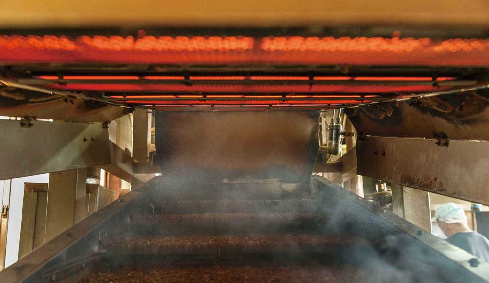 茶葉の火入れ画像