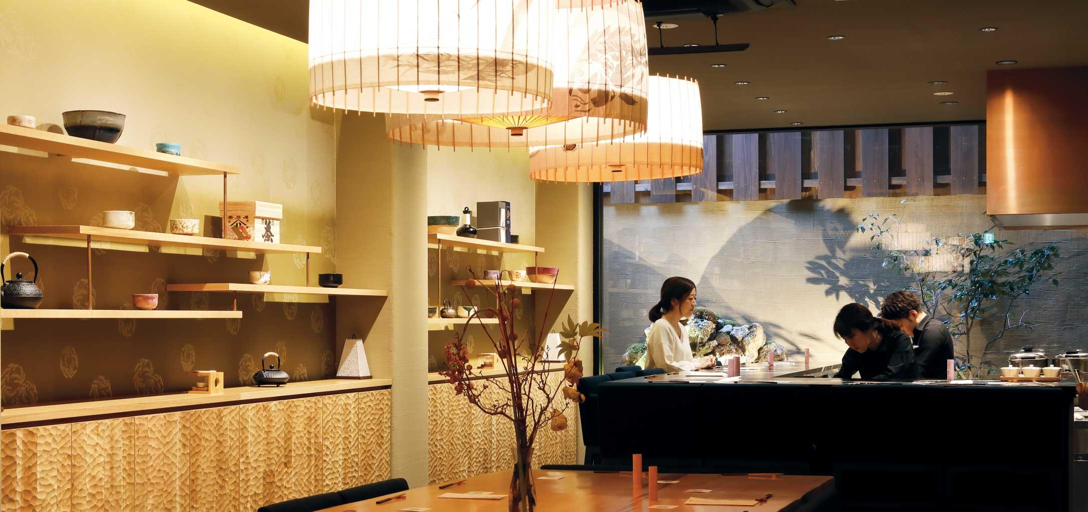 手鞠鮨と日本茶の店内