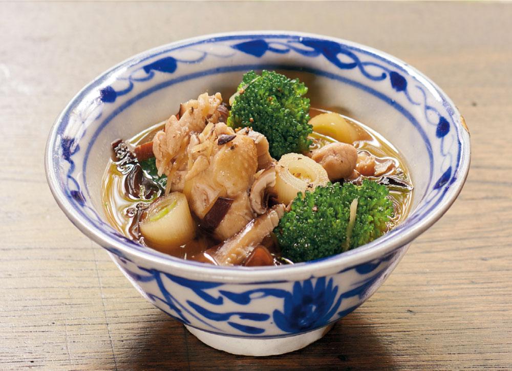 黒きくらげと干ししいたけと鶏手羽元のスープ