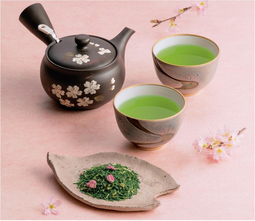 桜入りのお茶と桜柄の急須
