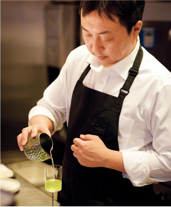 ティーペアリング(1,980円)は、前菜からメインまでの間に、煎茶や玉露など4種の日本茶を提供。