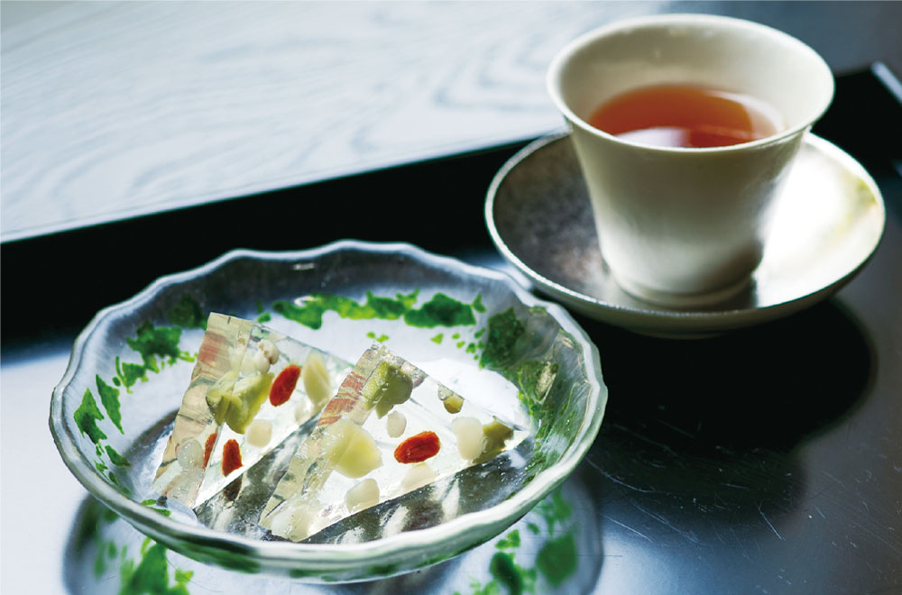生琥珀水無月と和紅茶